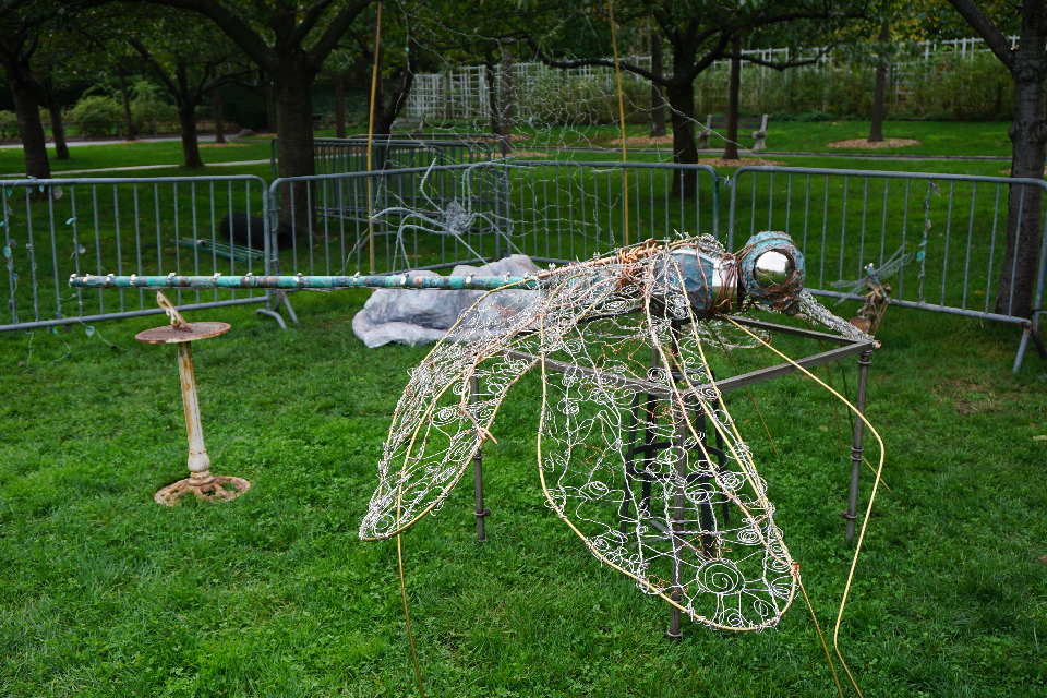 Dragonfly, right side, Brass, Copper, Steel, Approx. 9 x 9 ft, BBG Installation, 2014